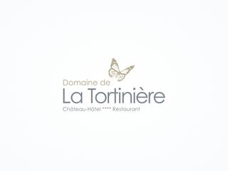 Le Chateau Hotel de la Tortiniere est une delicieuse demeure du XIXeme siecle entouree d\'un parc de 15 hectares qui descend en pente douce jusqu\'aux rives de l\'Indre. Au centre des chateaux de la Loire, en Touraine. Hotel Luxe de Charme, chambres rafinees et confortables.